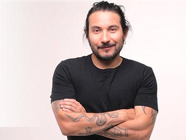 Felipe Avello presenta a Robert Gomez